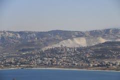 Sikt från havet på kusten av Libanon arkivbild