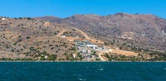 Sikt från havet på norrkusten av Kreta, Fotografering för Bildbyråer