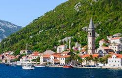 Sikt från havet på Perast, Kotor fjärd, Montenegro Royaltyfri Bild