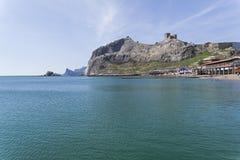 Sikt från havet till den Genoese fästningen crimea arkivfoto