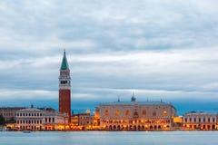 Sikt från havet till Venedig på aftonen, Italia Arkivbilder