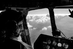 Sikt från helikopterpilot till molnet Arkivfoto
