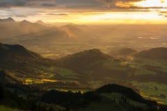 Sikt från Hochries under solnedgång Royaltyfria Bilder