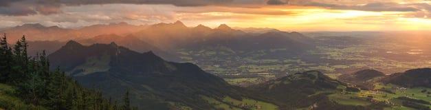 Sikt från Hochries under solnedgång Fotografering för Bildbyråer