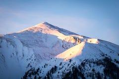 Sikt från Hohentauern till solnedgången över berg Bruderkogel, Steinermandl, Schafgupf arkivfoto