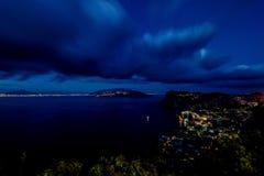 Sikt från hotellet San Michele i Anacapri på skymning, Capri, Italien Arkivfoton
