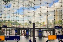 Sikt från inre Berlin Central Station Arkivbild