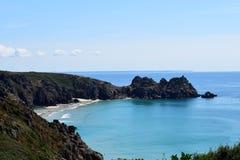 Sikt från klipporna på Porthcurno, Cornwall, England Arkivbild