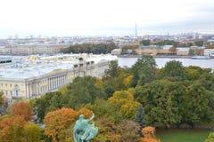 Sikt från kolonnaden av Isaac Cathedral St Petersburg Royaltyfri Foto