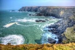 Sikt från liten vik för fårkött för Navax punktskyddsremsor nära kusten England UK för Godrevy St Ives Bay Cornwall i HDR Arkivbilder