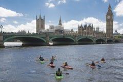 Sikt från London från Themsen Arkivfoton