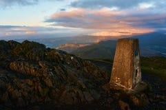 Sikt från maximumet av den skotska kullen i den Cairngorms nationalparken Arkivfoto
