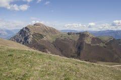 Sikt från Monte Baldo till de omgeende bergen Arkivfoto