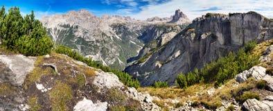 Sikt från Monte Piano in mot Tre Cime di Lavaredo, Italien Arkivbild