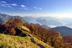 Sikt från monteringen Boglia över sjön av Lugano Royaltyfri Foto
