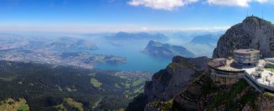 Sikt från monteringen Pilatus till sjön Lucerne, Schweiz Arkivfoton