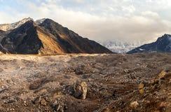 Sikt från morän nära Lobuche till Lhotse och Nuptse - Nepal, Himalayas arkivbild