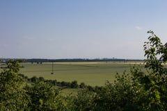 Sikt från naturutkik till den Prague Vaclav Havel flygplatsen arkivbild