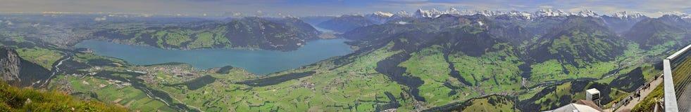 Sikt från Niesen av Berner Oberland, Schweiz Royaltyfri Foto