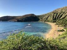Sikt från ovannämnt av den Hanauma fjärden, Hawaii arkivbilder
