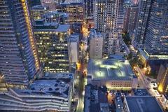 Sikt från ovannämnt av i stadens centrum Toronto på natten Royaltyfri Fotografi