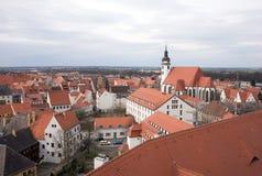 Sikt från ovannämnt av Torgau med kyrkan Fotografering för Bildbyråer