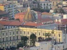 Sikt från ovannämnt - den hela staden italy naples Royaltyfri Foto