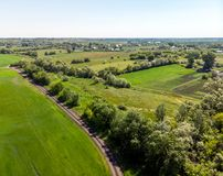 sikt från ovannämnt till bygd i sommar i den Lipetsk regionen i Ryssland Arkivfoton