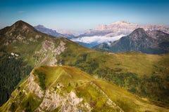 Sikt från Passo Giau, Dolomites, italienska fjällängar Fotografering för Bildbyråer