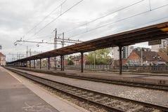 Sikt från plattformen av den huvudsakliga järnvägsstationen Royaltyfri Bild