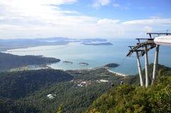 Sikt från plattformen Malaysia för bil för Langkawi bergkabel Arkivfoto