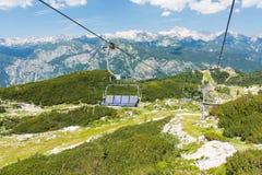 Sikt från stol för kabelbil på Vogel, Slovenien nationalpark Triglav Arkivbild