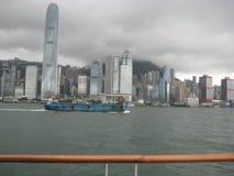 Sikt från stranden, Tsim Sha Tsui, Kowloon, Hong Kong royaltyfri foto