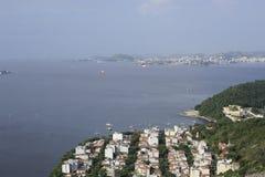 Sikt från Sugarloaf, Pao de Azucar, på den Guanabara fjärden Arkivbild