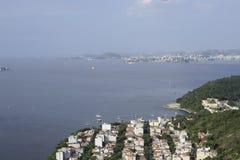 Sikt från Sugarloaf, Pao de Azucar, på den Guanabara fjärden Royaltyfri Fotografi