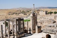 Sikt från teaterplatser, Dougga Roman City, Turkiet royaltyfria foton