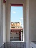 Sikt från thai tempelkloster Royaltyfri Bild