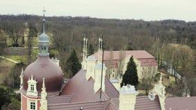 Sikt från torn på taket av classicistslotten med den röda fasaden stock video