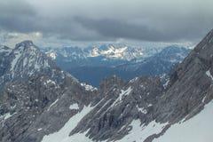 Sikt från Zugspitze, fjällängar. Fotografering för Bildbyråer