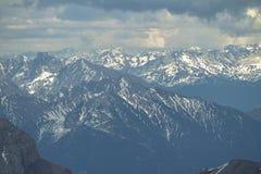Sikt från Zugspitze, fjällängar. Arkivfoto