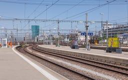 Sikt från Zurich den huvudsakliga järnvägsstationplattformen Royaltyfria Bilder