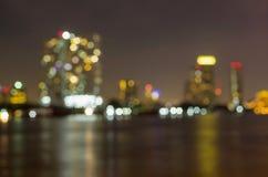 Sikt för Bangkok cityscapeflod på skymningtid, suddig fotobok Royaltyfria Foton