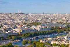 Sikt för fågelöga från Eiffeltorn på den Paris staden Arkivbild