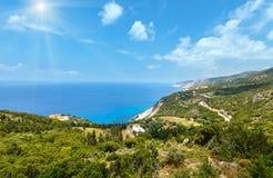 Sikt för kust för Ionian hav för sommar (Kefalonia, Grekland) Arkivfoton