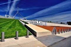 Sikt för parlamenthusCanberra Australien sida Arkivbilder