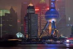 Sikt för Pudong områdesnatt från Suzhou Creek Royaltyfri Foto
