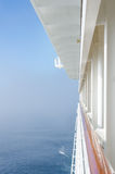 Sikt från balkongen av ett kryssningskepp av havet Fotografering för Bildbyråer