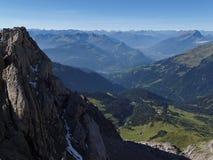 Sikt från Lichtensteineren Höhenweg i de Raetikon bergen Arkivbilder