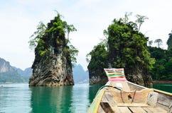 Sikt i Chiew Larn Lake, Khao Sok National Park, Thailand Arkivbild