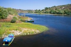 Sikt i floden i Vila Nova da Barquinha, Portugal arkivbilder